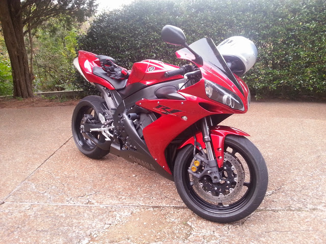 2004 Lava Red Yamaha R1
